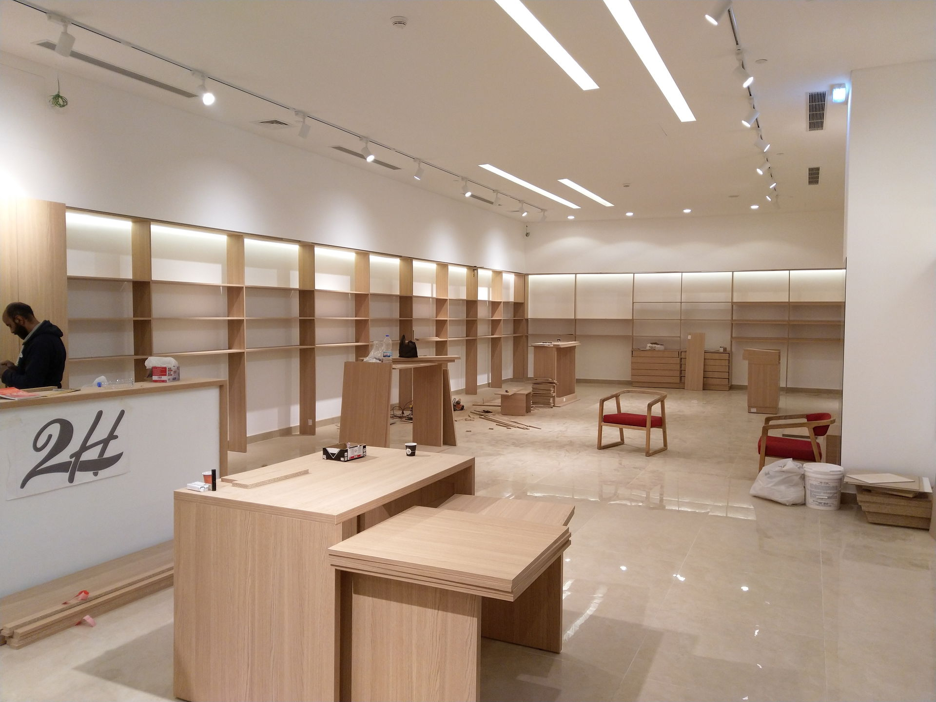 2H Stores - Centro Mall - Interior Design Administration